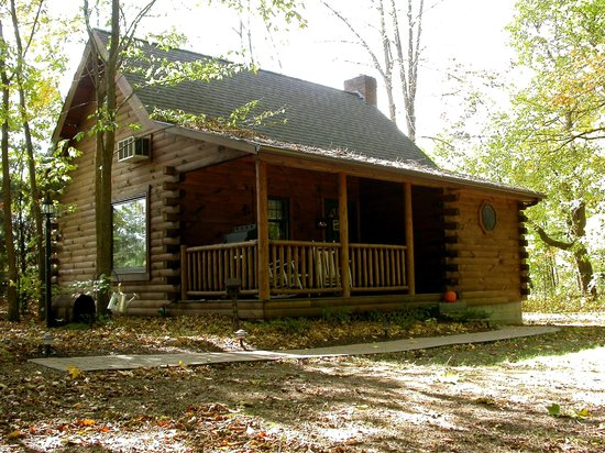 Cricket Hill Cabins: Grapevine cabin in the fall