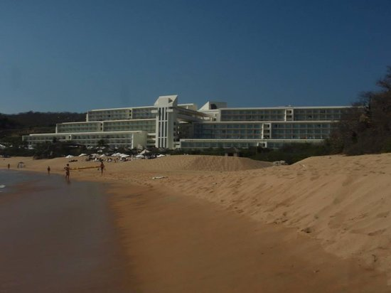 Secrets Huatulco Resort & Spa: Resort from beach area
