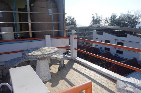Paradise Inn Phuket: La terrasse.