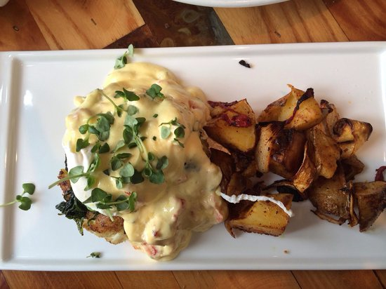 Rizzuto's Restaurant & Bar: Egg Benedict on crab cake with lobster