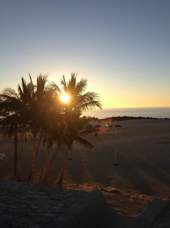 Melia Cabo Real All-Inclusive Beach & Golf Resort: Sunrise from the pool