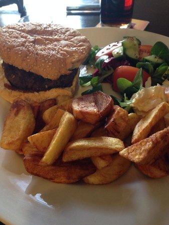 Spiggie Hotel Bar and Restaurant: Burger great. Bun not so good. Chips amazing.