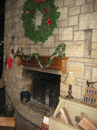 The General Store Pub: Fireplaces add to the atmosphere.