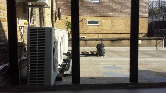 Brewers Inn: Noisy Air Conditioner Units