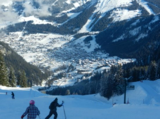Chalet Rustique : Skiing into Linga
