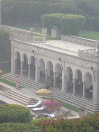The Oberoi Amarvilas: View of Pool Arcade