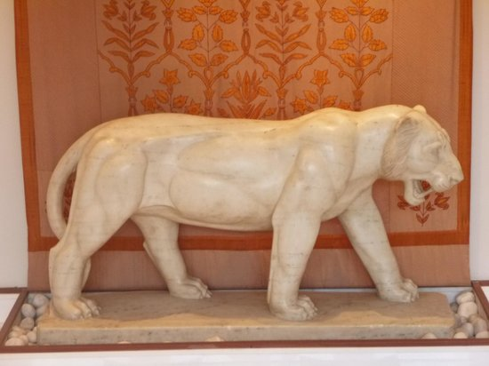 The Oberoi Amarvilas: Tiger Sculpture