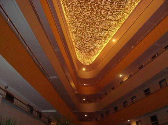 Dinler Hotels - Alanya: Hotel foyer ceiling
