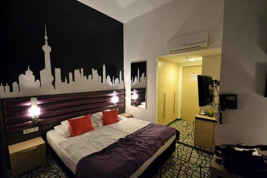 Cosmo City Hotel: Habitación muy amplia y bien equipada