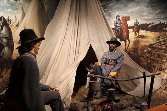 Tennessee State Museum : Life-size diorama of soldiers in camp