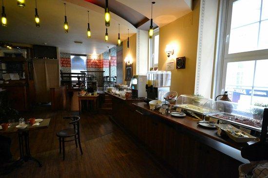 Cosmo City Hotel : Salón de desayunos.