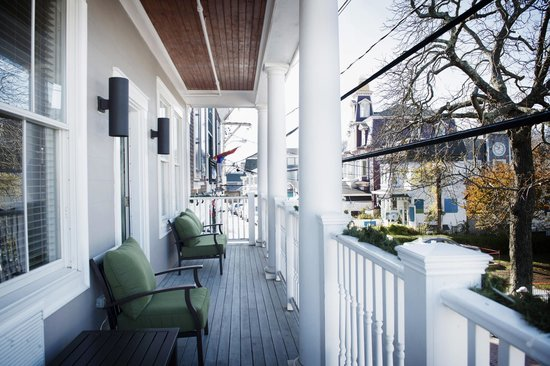 Crown and Anchor Inn: Our Crown Suite with its Commercial Street balcony!