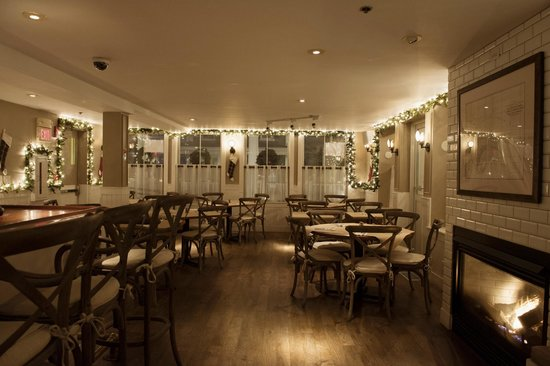 Crown and Anchor Inn: The Central House Restraunt