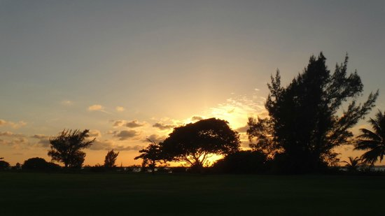 Laguna Suites Golf & Spa: Atardecer desde el campo de GOLF