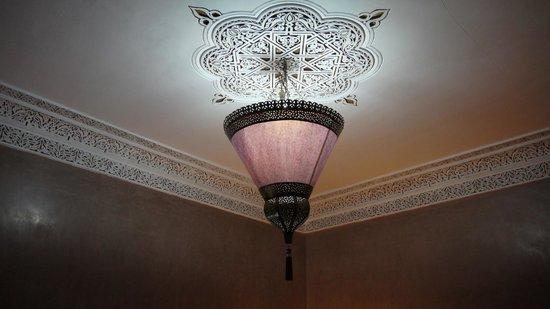 Riad Princesse du Desert : Bedroom lamp