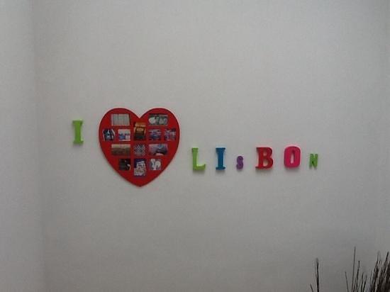 Lisbon Chillout Hostel : Moderna y Colorida Decoracion