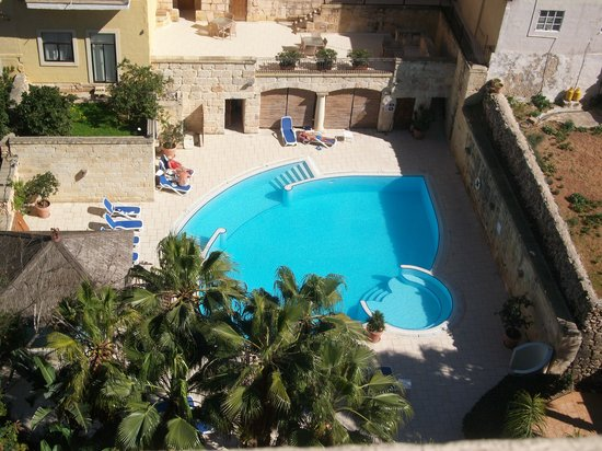 Maritim Antonine Hotel & Spa : view from our room of garden and other pool