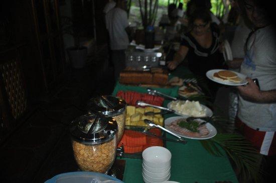 Hotel Playa Espadilla: Breakfast bar / Dining Room