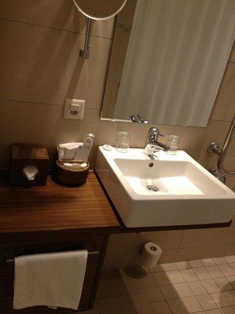 Walhalla Hotel: Baño completo
