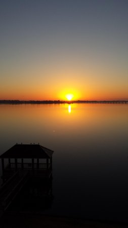 Courtyard New Bern : sunrise view from room