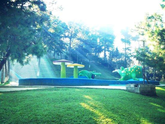 Boxbolandia Hotel: Area de piscina y recreación.