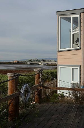 Captain's Inn at Moss Landing: Viewing Deck and Room Windows