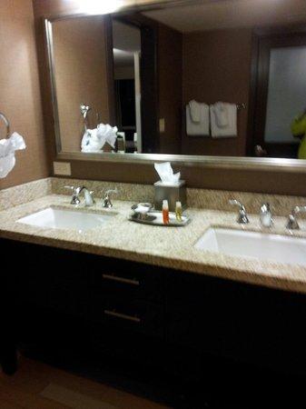 Oceanaire Resort Hotel: Bathroom