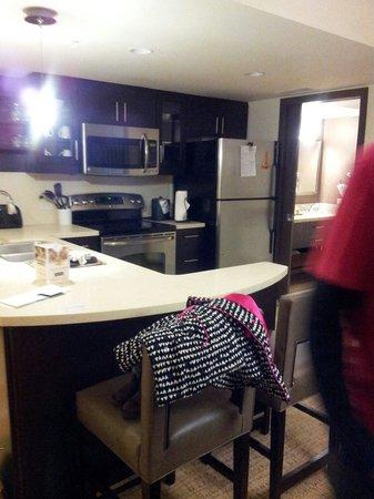 Oceanaire Resort Hotel: Full kitchen