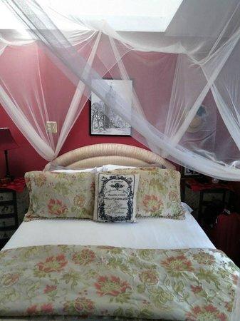 Peace and Plenty Inn : Bed