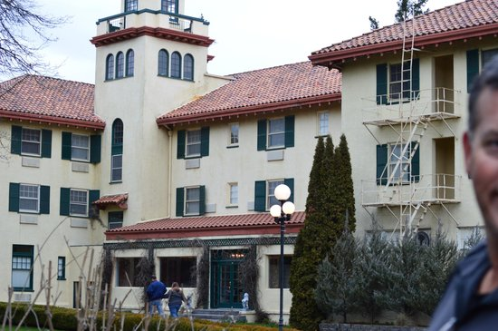 Columbia Gorge Hotel : Beautiful building