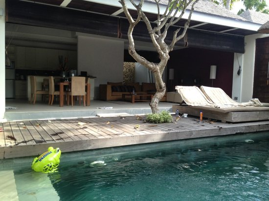 Chandra Luxury Villas Bali : View accross the pool to kitchen/dining/living