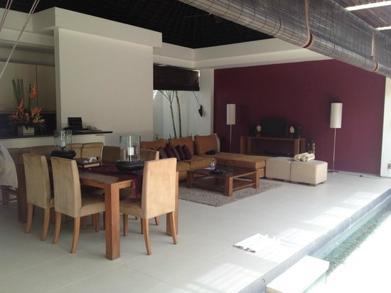 Chandra Luxury Villas Bali : Outdoor kitchen/dining/living