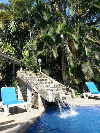 Hotel Brillasol Airport: he beautiful pool waterfall