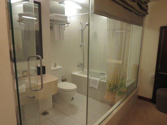 Springdale Serviced Residence Guangzhou: Master bedroom bathroom
