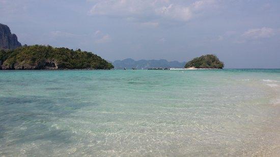 Krabi La Playa Resort: One of the Islands outside Krabi. (Chicken Island)