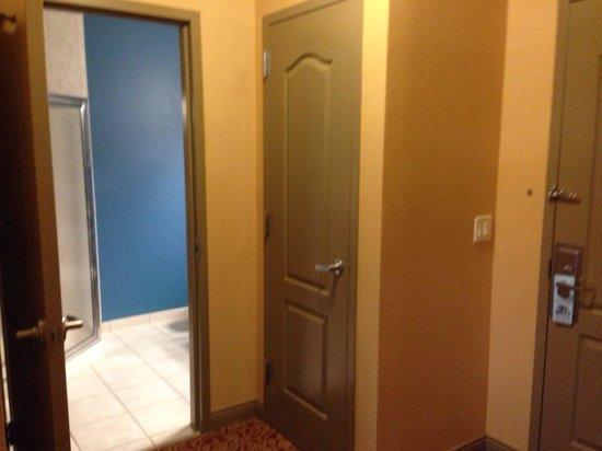Mt. Olympus Resort: Entry door and first bathroom in 2-queen 2-room suite