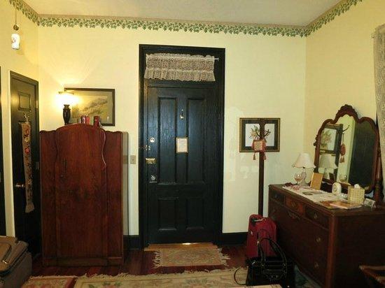 River Park Inn : Ground floor bedroom door