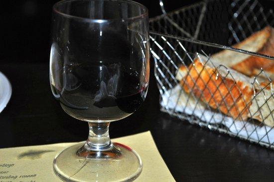 Da Ciro Taverna Napoletana: Nero D'Avalo Wine & Bread