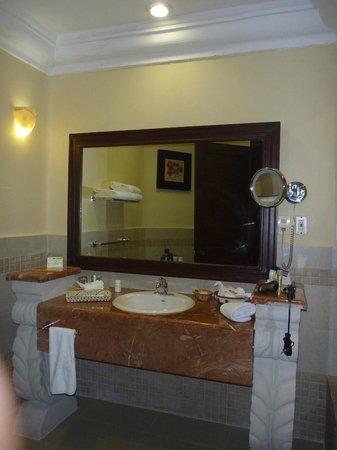 Gran Porto Resort : bathroom vanity