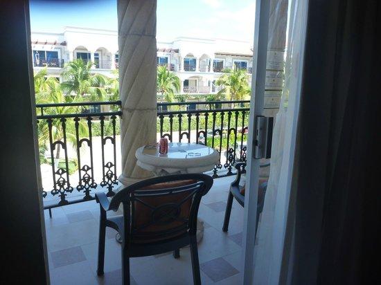 Gran Porto Resort : balcony facing street