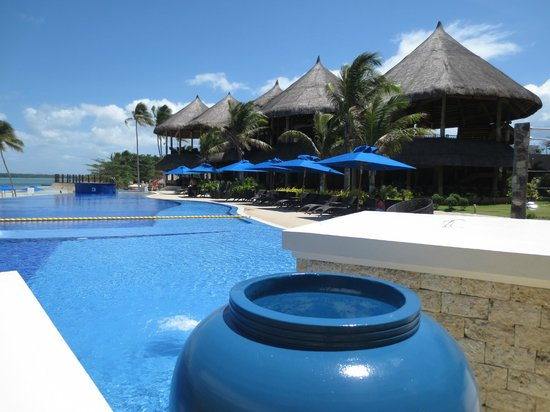 The Bellevue Resort Bohol: The pool and Marea restaurant in the nipa hut building