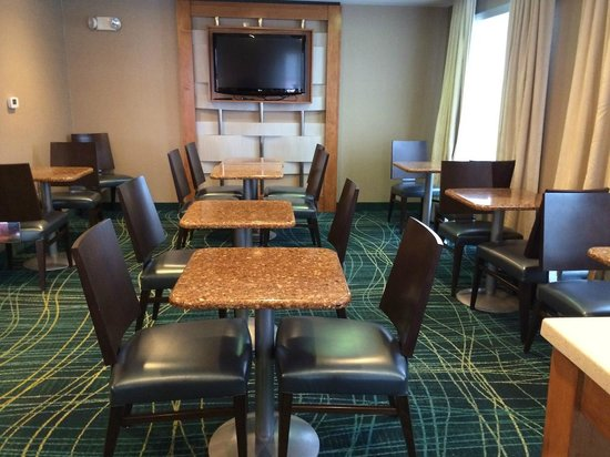 SpringHill Suites Columbus Airport Gahanna: Breakfast eating area