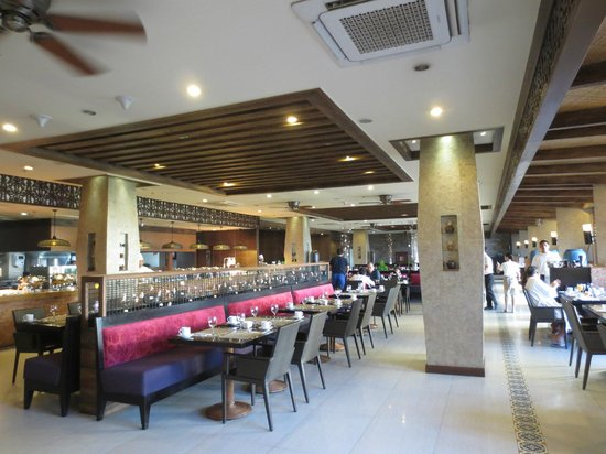 The Bellevue Resort Bohol: Buffet breakfast in the Lamia Restaurant