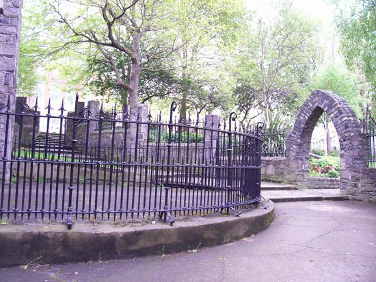 St. Audoen's Church : The arch leading to the forty steps
