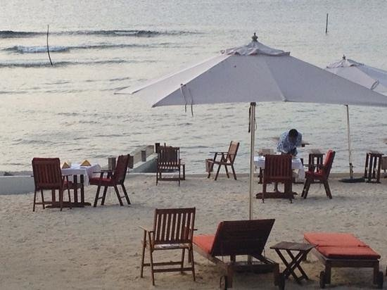 CoCo Beach Resort: setting up for dinner on the beach