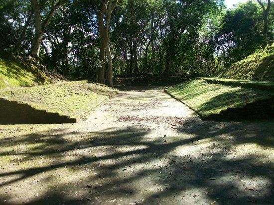 Museo y Ruinas Mayas Cahal Pech: Ball Court