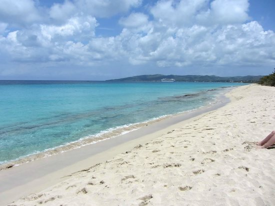 Sandy Point National Wildlife Refuge : Beautiful, unspoiled beach with crystal water.