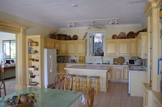 Bellavista Bed & Breakfast: Beautiful kitchen and breakfast table
