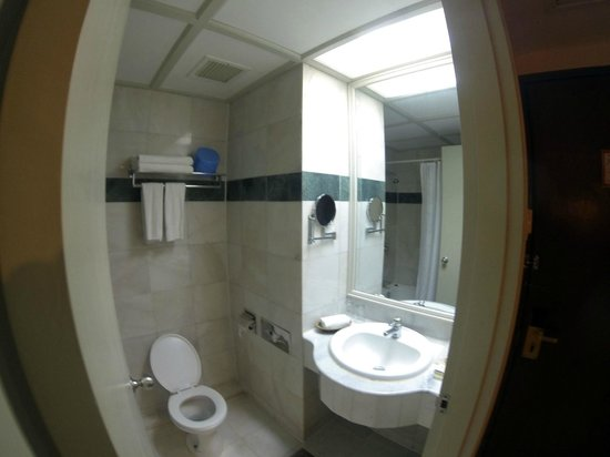 Regalodge Hotel Ipoh: toilet / bathroom