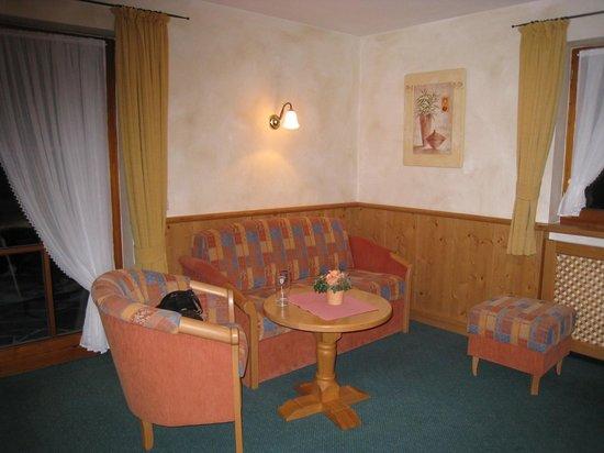 Hotel Klosterhotel Ludwig der Bayer: Sitting area in our studio apartment